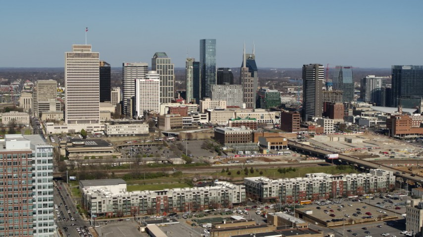 5.7K stock footage aerial video of the city's skyline seen while ascending near apartment complexes in Downtown Nashville, Tennessee Aerial Stock Footage | DX0002_113_017