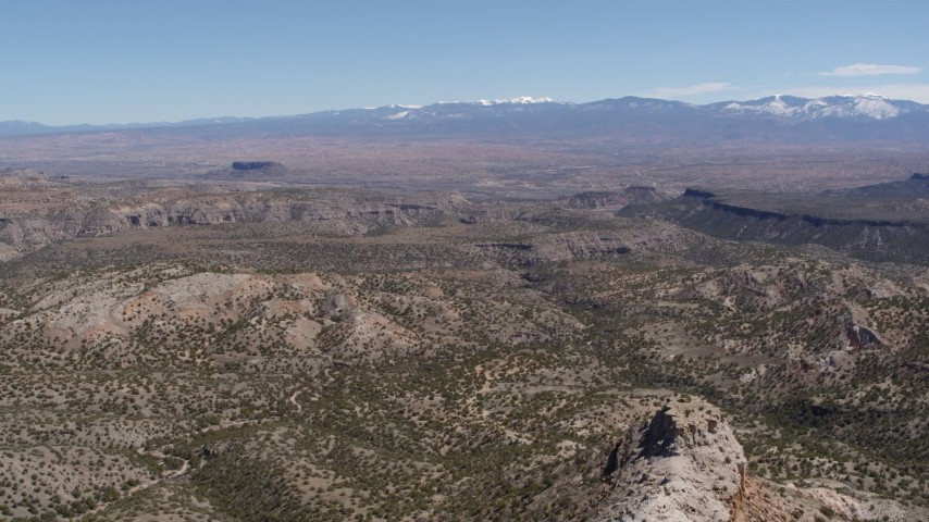 5.7K stock footage aerial video of flying away from desert mesas and distant mountains in New Mexico Aerial Stock Footage | DX0002_133_014