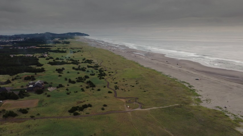 4K stock footage aerial video of flying toward people on the beach in Long Beach, Washington Aerial Stock Footage | DX0002_148_018