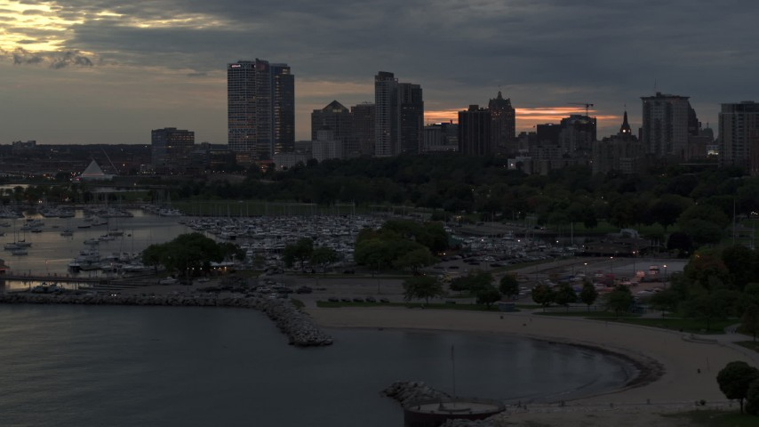 5.7K stock footage aerial video of descending by the marina with a view of the city's skyline at twilight, Downtown Milwaukee, Wisconsin Aerial Stock Footage | DX0002_155_028