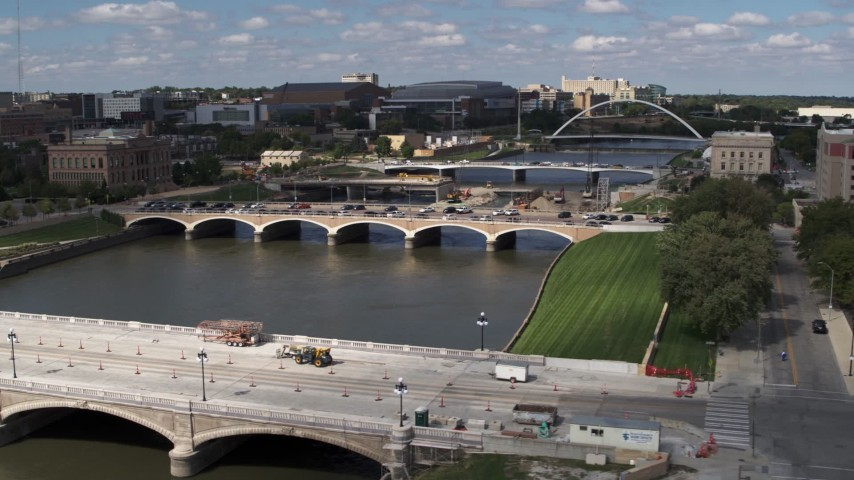 5.7K stock footage aerial video of three bridges spanning the river in Des Moines, Iowa Aerial Stock Footage | DX0002_165_009