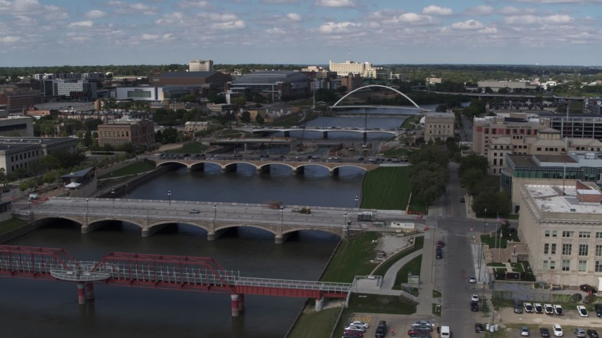 5.7K stock footage aerial video of several bridges spanning the river in Des Moines, Iowa Aerial Stock Footage | DX0002_165_011
