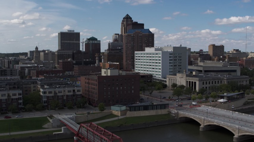 5.7K stock footage aerial video descend toward river with view of government offices and skyline, Downtown Des Moines, Iowa Aerial Stock Footage DX0002_165_017 | Axiom Images