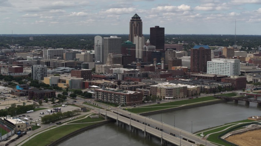 5.7K stock footage aerial video of the city's skyline seen from a bridge over the river, Downtown Des Moines, Iowa Aerial Stock Footage | DX0002_165_021