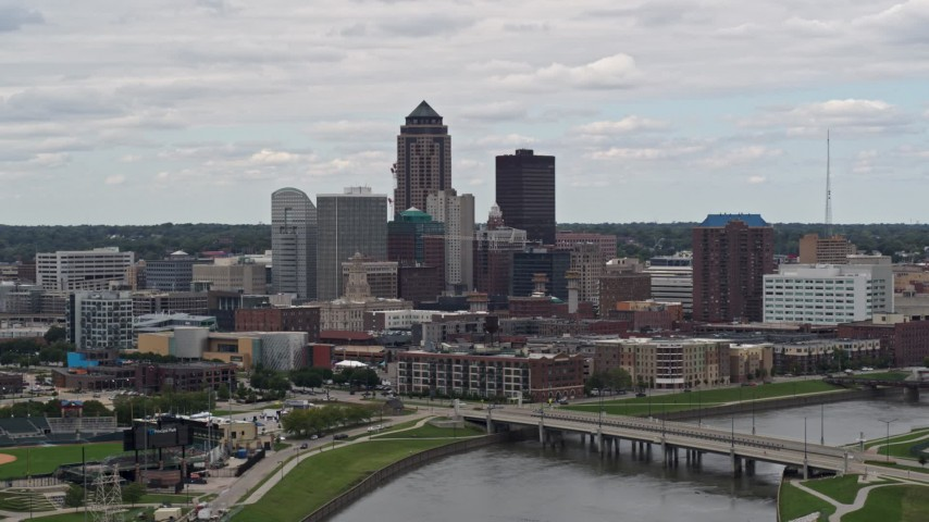 5.7K stock footage aerial video of the city's skyline and Cedar River during ascent, Downtown Des Moines, Iowa Aerial Stock Footage | DX0002_165_029