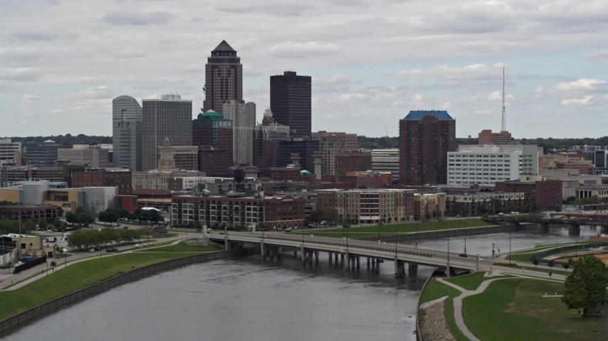 5.7K stock footage aerial video of descending past a Cedar River bridge with view of skyline, Downtown Des Moines, Iowa Aerial Stock Footage | DX0002_165_035
