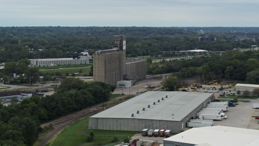 5.7K stock footage aerial video of a grain elevator and warehouse building in Des Moines, Iowa Aerial Stock Footage | DX0002_166_024