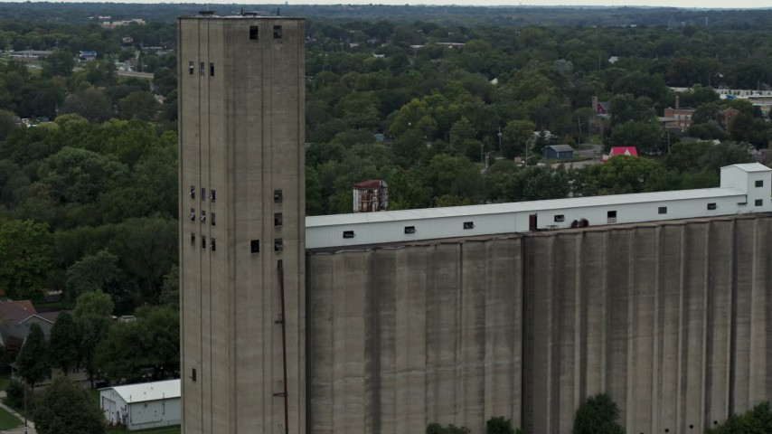 5.7K stock footage aerial video of approaching a grain elevator in Des Moines, Iowa Aerial Stock Footage | DX0002_166_026