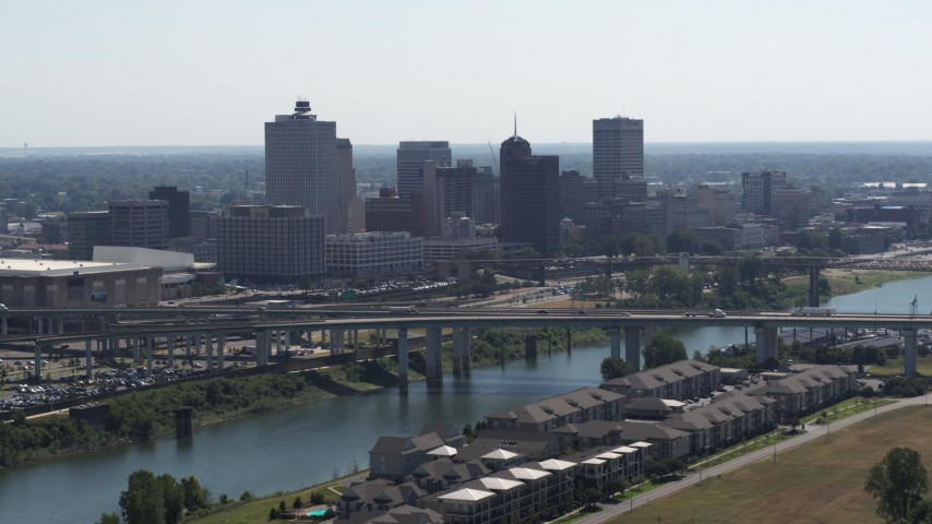 5.7K stock footage aerial video ascending from apartment buildings with view of the city's skyline and bridge in Downtown Memphis, Tennessee Aerial Stock Footage | DX0002_177_007