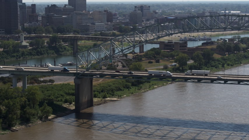 5.7K stock footage aerial video of cars and trucks crossing the bridge spanning the Mississippi River, Memphis, Tennessee Aerial Stock Footage | DX0002_177_017