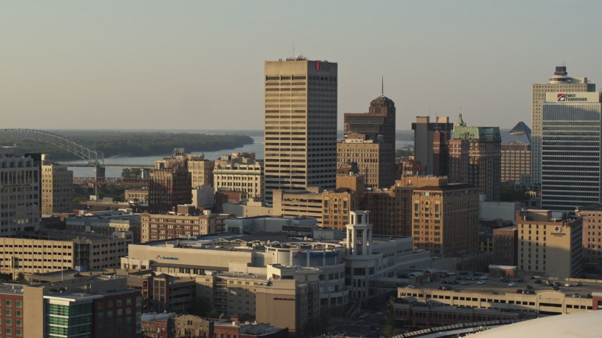 5.7K stock footage aerial video reverse view of One Commerce Square office tower at sunset, Downtown Memphis, Tennessee Aerial Stock Footage | DX0002_181_005