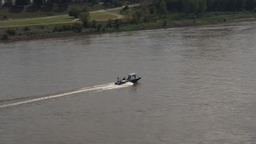 5.7K stock footage aerial video of a boat speeding across the Mississippi River, Memphis, Tennessee Aerial Stock Footage | DX0002_183_020