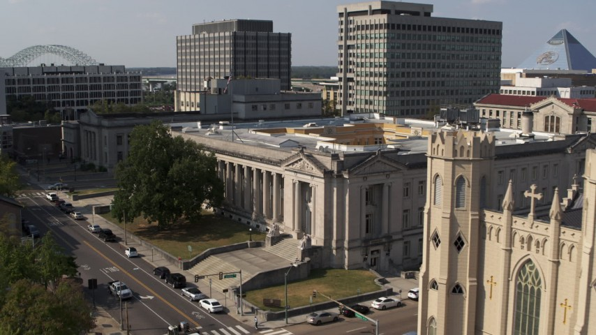 5.7K stock footage aerial video of approaching a courthouse in Downtown Memphis, Tennessee Aerial Stock Footage | DX0002_184_016
