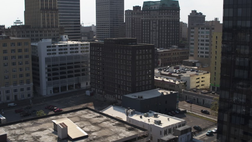 5.7K stock footage aerial video descend while focused on office building, Downtown Memphis, Tennessee Aerial Stock Footage | DX0002_184_034