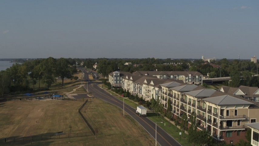 5.7K stock footage aerial video of ascending past apartment buildings in Memphis, Tennessee Aerial Stock Footage | DX0002_185_002