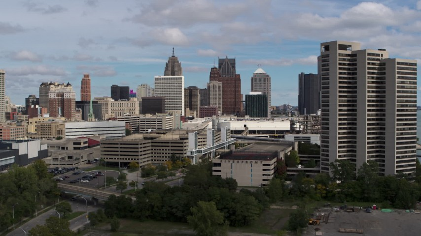 5.7K stock footage aerial video a view of the skyline while descending, Downtown Detroit, Michigan Aerial Stock Footage | DX0002_189_020