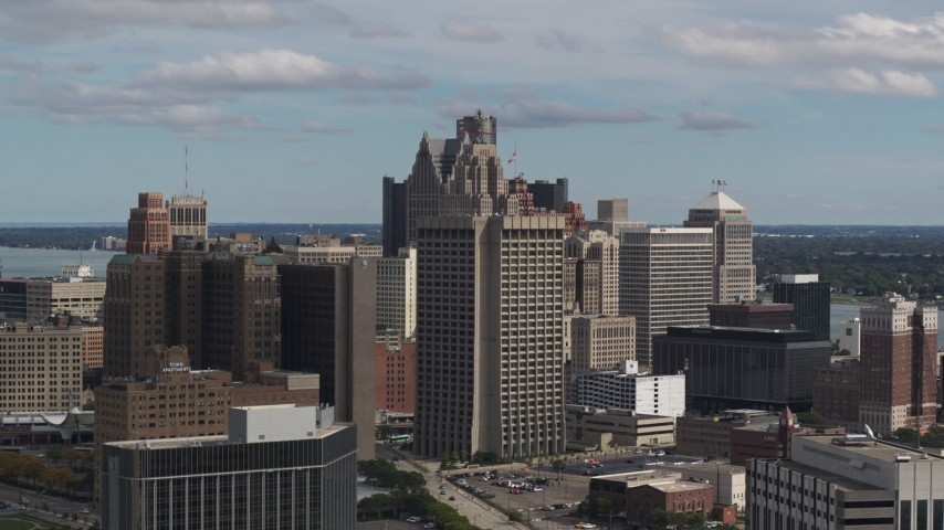 5.7K stock footage aerial video of the Patrick V. McNamara Federal Building and skyscrapers, Downtown Detroit, Michigan Aerial Stock Footage | DX0002_189_041