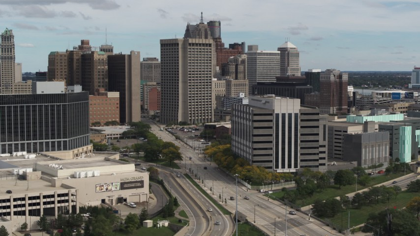 5.7K stock footage aerial video descend with view of a federal building and police headquarters, Downtown Detroit, Michigan Aerial Stock Footage | DX0002_190_011