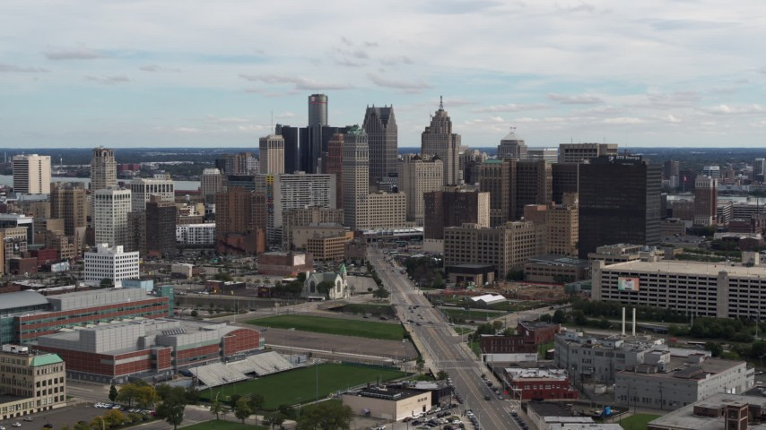5.7K stock footage aerial video a wide view of the towering skyscrapers in the city's skyline, Downtown Detroit, Michigan Aerial Stock Footage | DX0002_190_018