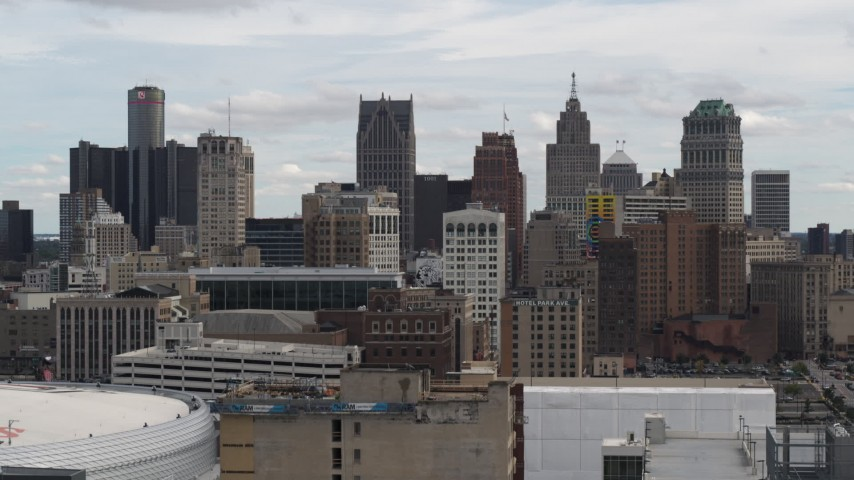5.7K stock footage aerial video ascend over rooftops for view of the city's skyline, Downtown Detroit, Michigan Aerial Stock Footage | DX0002_190_035