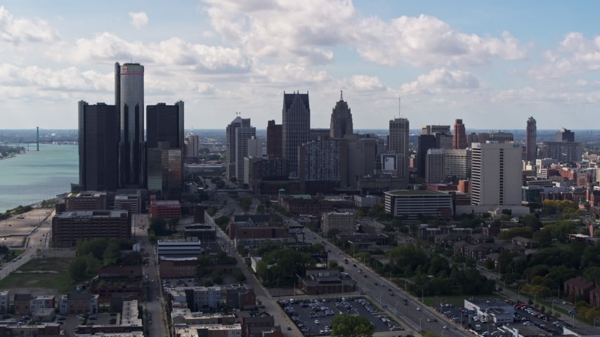 5.7K stock footage aerial video of GM Renaissance Center and the city's skyline, Downtown Detroit, Michigan Aerial Stock Footage | DX0002_194_002