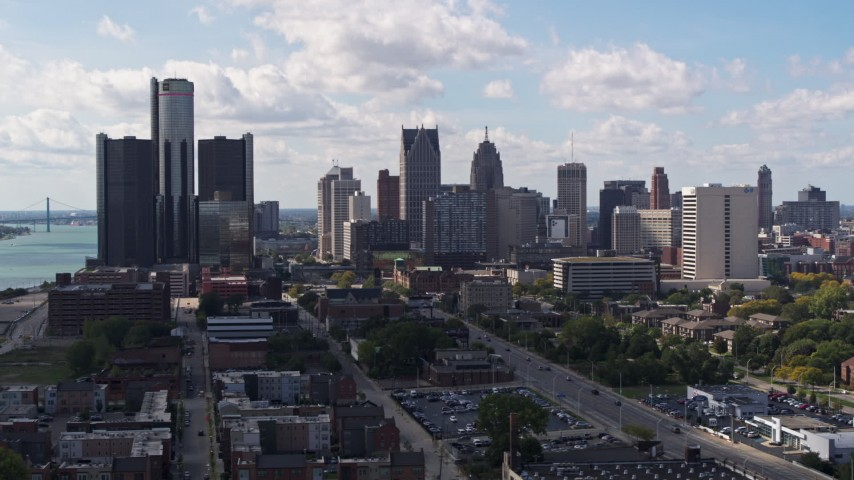 5.7K stock footage aerial video descend and flyby GM Renaissance Center and the city's skyline, Downtown Detroit, Michigan Aerial Stock Footage | DX0002_194_007