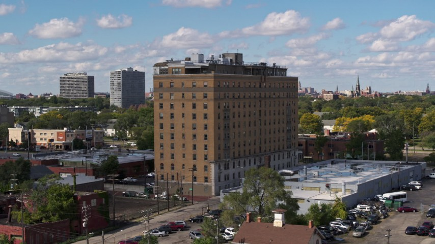 5.7K stock footage aerial video of a stationary view of an apartment building in Detroit, Michigan Aerial Stock Footage | DX0002_194_013