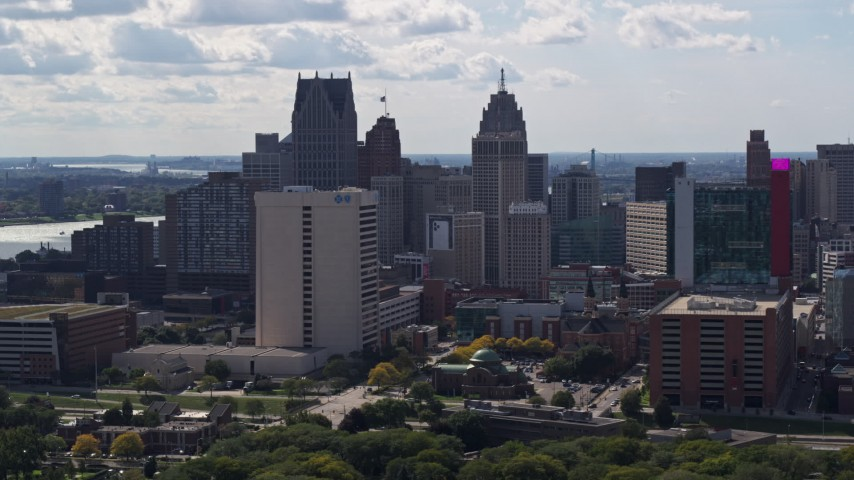 5.7K stock footage aerial video of passing skyscrapers in the city's skyline in Downtown Detroit, Michigan Aerial Stock Footage | DX0002_194_028