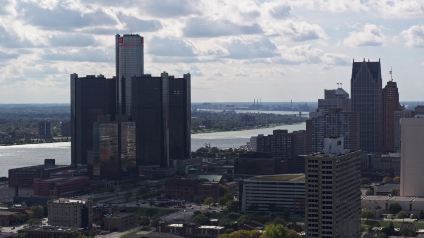5.7K stock footage aerial video of GM Renaissance Center overlooking the river in Downtown Detroit, Michigan Aerial Stock Footage | DX0002_194_029