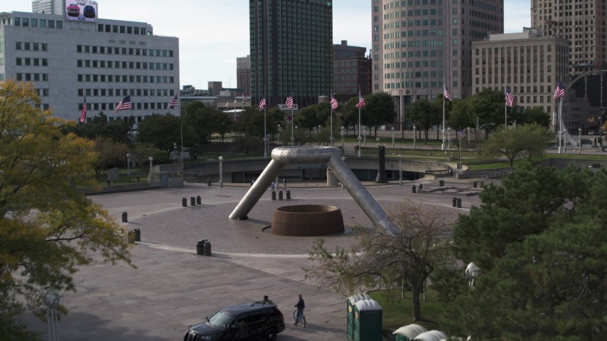 5.7K stock footage aerial video descend by the fountain in Hart Plaza in Downtown Detroit, Michigan Aerial Stock Footage | DX0002_196_024