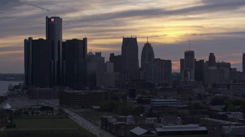 5.7K stock footage aerial video of GM Renaissance Center and the city's skyline at sunset, Downtown Detroit, Michigan Aerial Stock Footage | DX0002_197_028