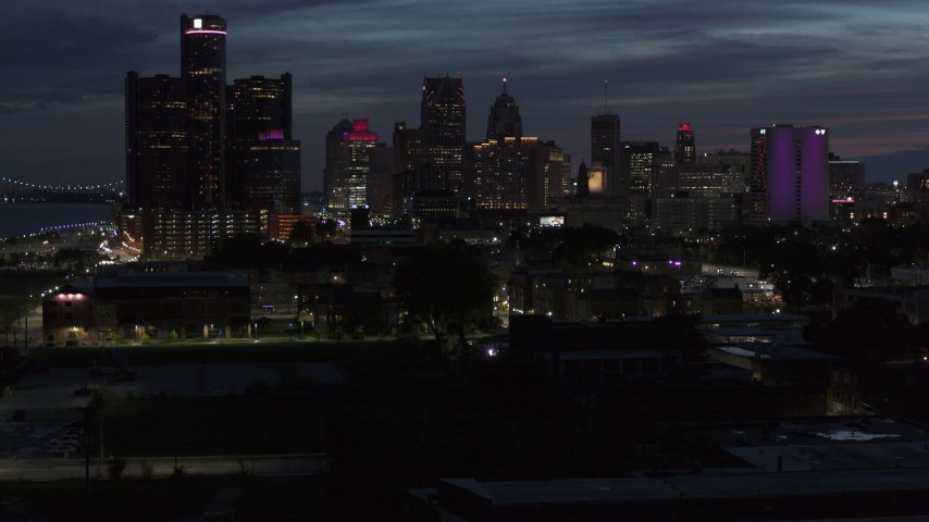 5.7K stock footage aerial video of the city's skyline, seen during descent at twilight in Downtown Detroit, Michigan Aerial Stock Footage | DX0002_198_031