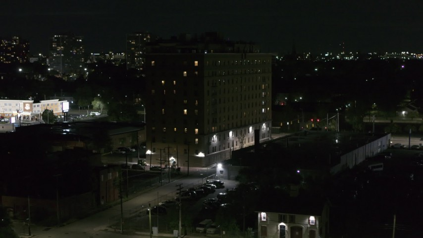 5.7K stock footage aerial video descend while focused on Pasadena Apartments at nighttime, Detroit, Michigan Aerial Stock Footage | DX0002_198_062