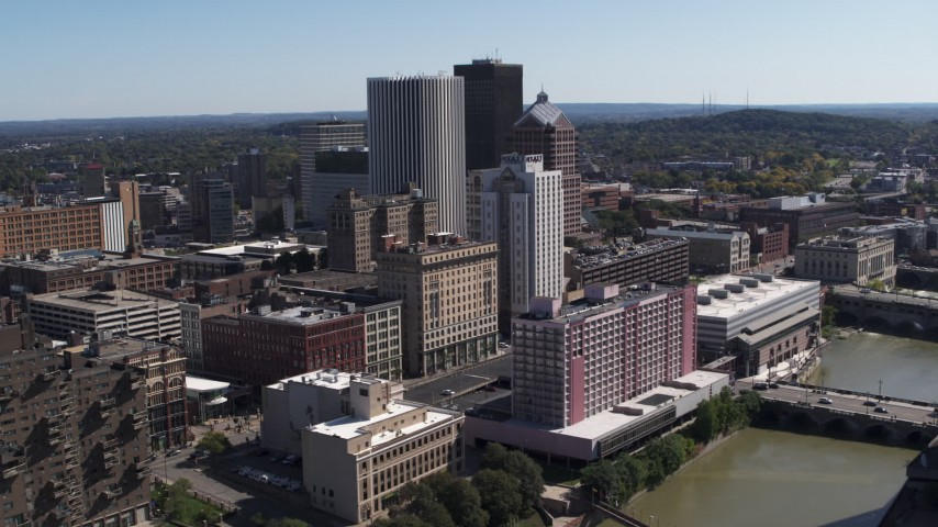 5.7K stock footage aerial video of skyline and river seen while ascending by apartment complex, Downtown Rochester, New York Aerial Stock Footage | DX0002_206_044