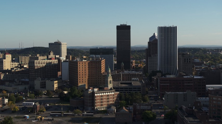 5.7K stock footage aerial video of descending past apartment building and skyline, Downtown Rochester, New York Aerial Stock Footage | DX0002_209_010