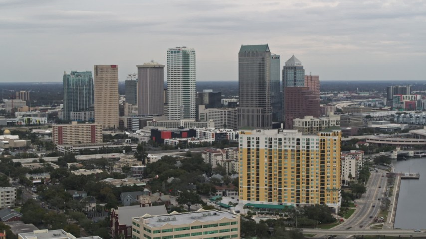 5.7K stock footage aerial video of the skyline from condo complex, Downtown Tampa, Florida Aerial Stock Footage | DX0003_230_005