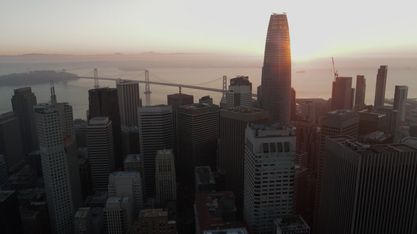 5.7K stock footage aerial video ascend above skyscrapers near Salesforce Tower in Downtown San Francisco, California Aerial Stock Footage | PP0002_000069