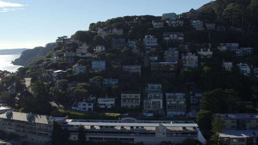 5.7K stock footage aerial video tilt to hillside homes before descent in Sausalito, California Aerial Stock Footage | PP0002_000132