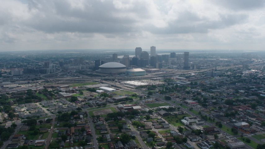 4K stock footage aerial video tilt from Garden District homes to reveal Downtown New Orleans skyline, Louisiana Aerial Stock Footage | PVED01_156
