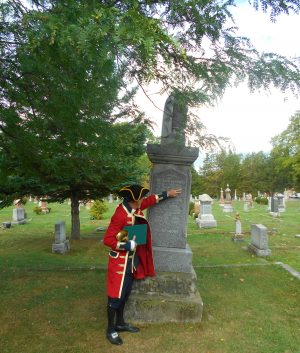 2016-10-02-letitia-heights-town-crier-steve-travers-with-grave-marker-of-thomas-d-mcconkey