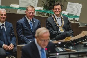 2016-09-21-downtown-former-mayors-jeff-lehman-and-dave-aspden-share-a-laugh-while-barries-first-mayor-willard-kinzie-shares