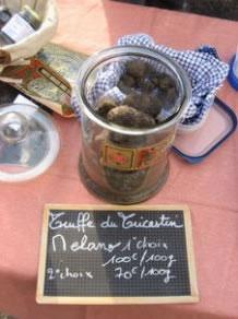 https://s3-us-west-2.amazonaws.com/bctruffles/France/foire-truffe-5.jpg