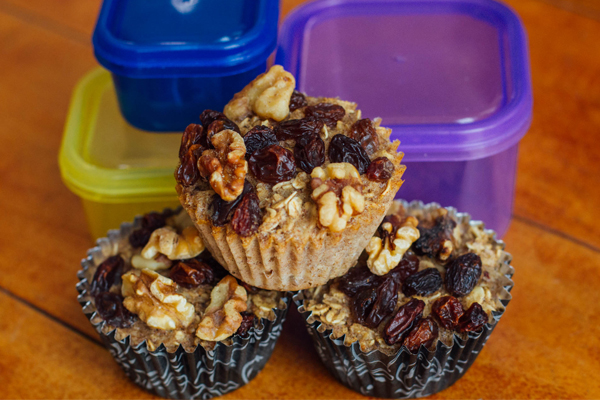 Baked-Oatmeal-Cups-with-Raisins-and-Walnuts