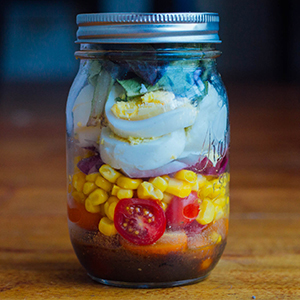 Have Fun with Mason Jar Salads In This 1500-1800 Calorie 21 Day Fix Meal Prep Plan | BeachbodyBlog.com