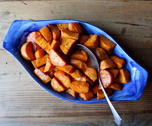 Instead of candied yams with marshmallows, make this healthy recipe for glazed yams with cinnamon and nutmeg.