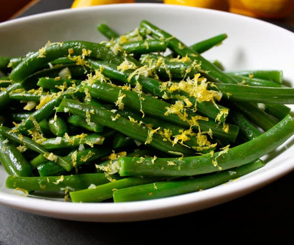 Lean and clean recipe for green beans with lemon and thyme.