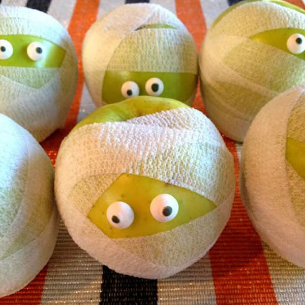 mummy apples halloween snack - Halloween Trets