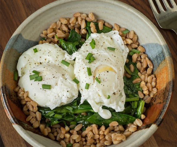 Poached Eggs with Greens and Brown Rice | BeachbodyBlog.com