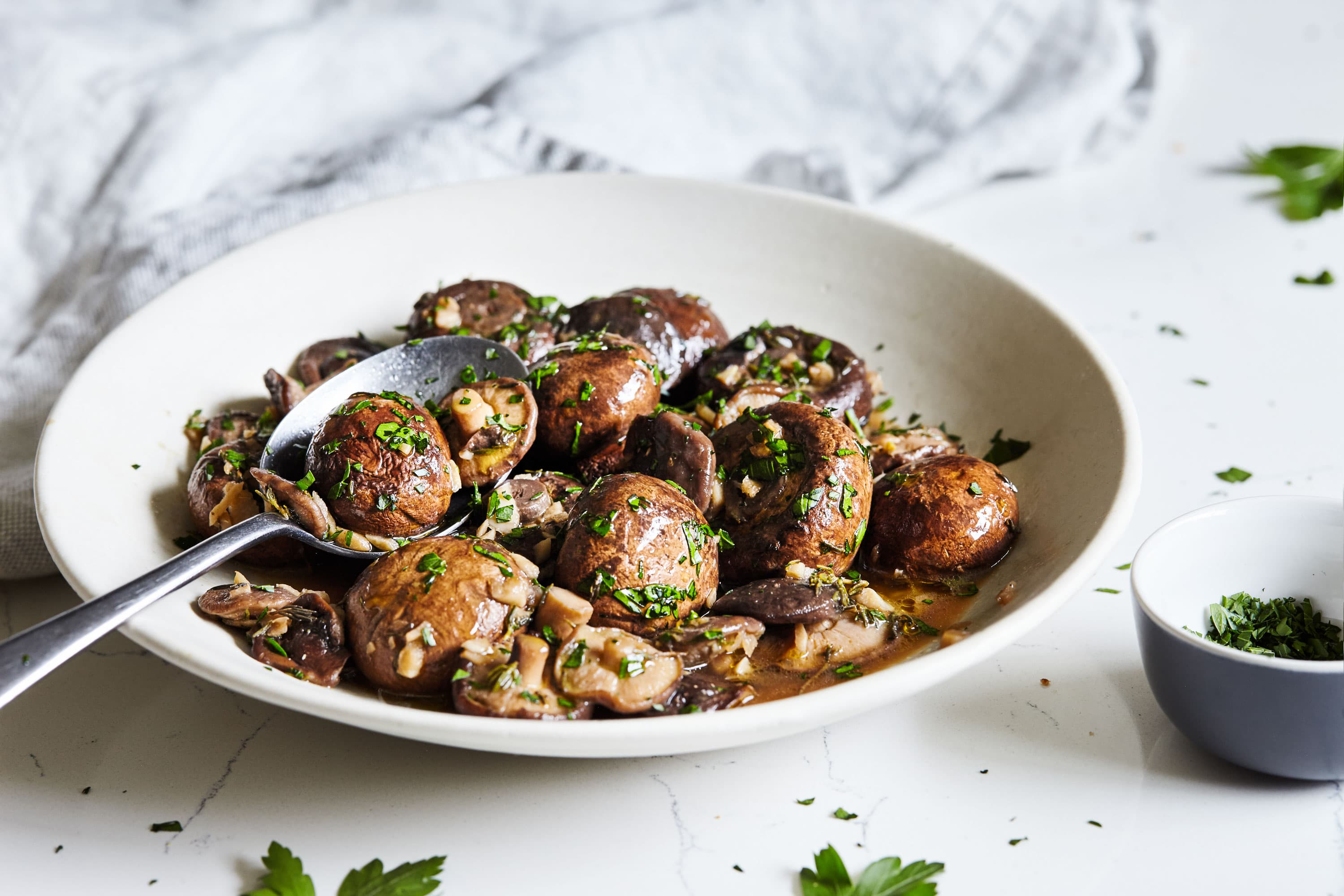 Easy Slow Cooker Recipes: Slow Cooker Mushrooms with Garlic and Herbs