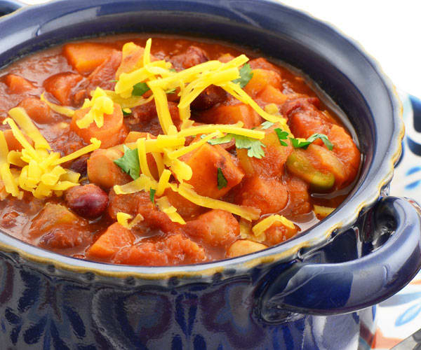 Tony Horton's Vegetarian Chili Recipe | BeachbodyBlog.com